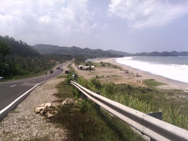 Photos of the beach in Jalan Lintas Selatan (The Cross Street South of Java Island)